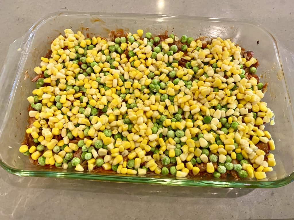 Pulled pork shepherd's pie (peas and corn)