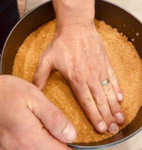 Packing cheesecake crust