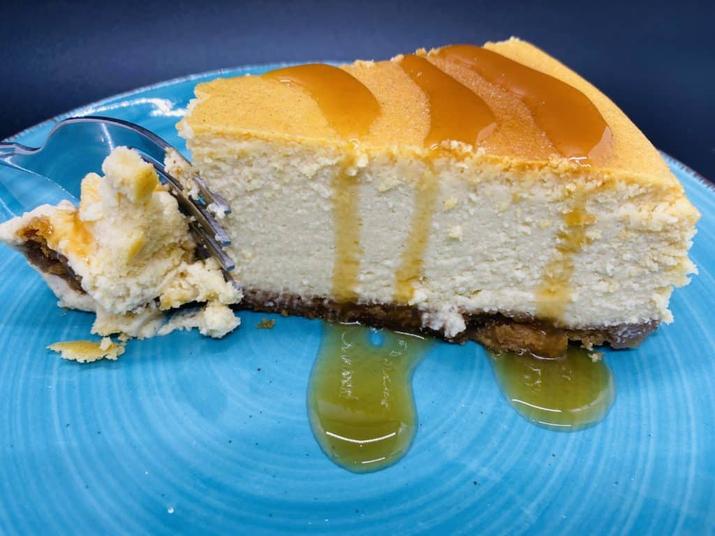 Cheesecake with caramel topping